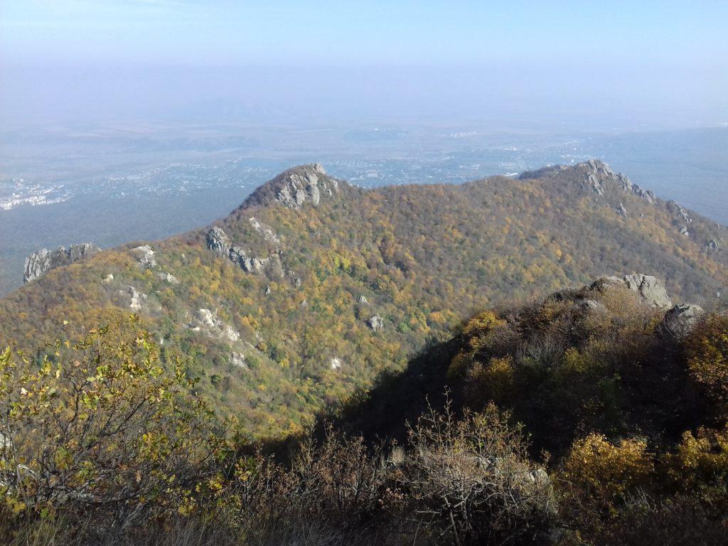 Козьи скалы со склона Большого Тау